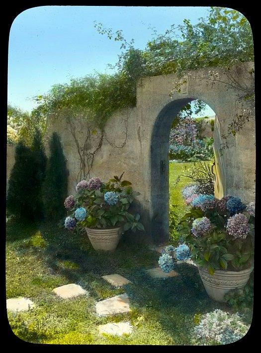 Gray Gardens - Hamptons NY 1916 Northwest gate
