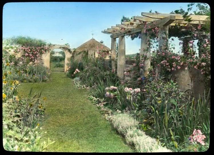 Gray Gardens - Hamptons NY 1916 View east to pergola