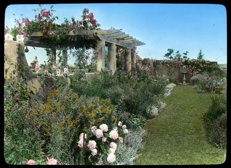 Gray Gardens - Hamptons NY 1916 view west to pergola