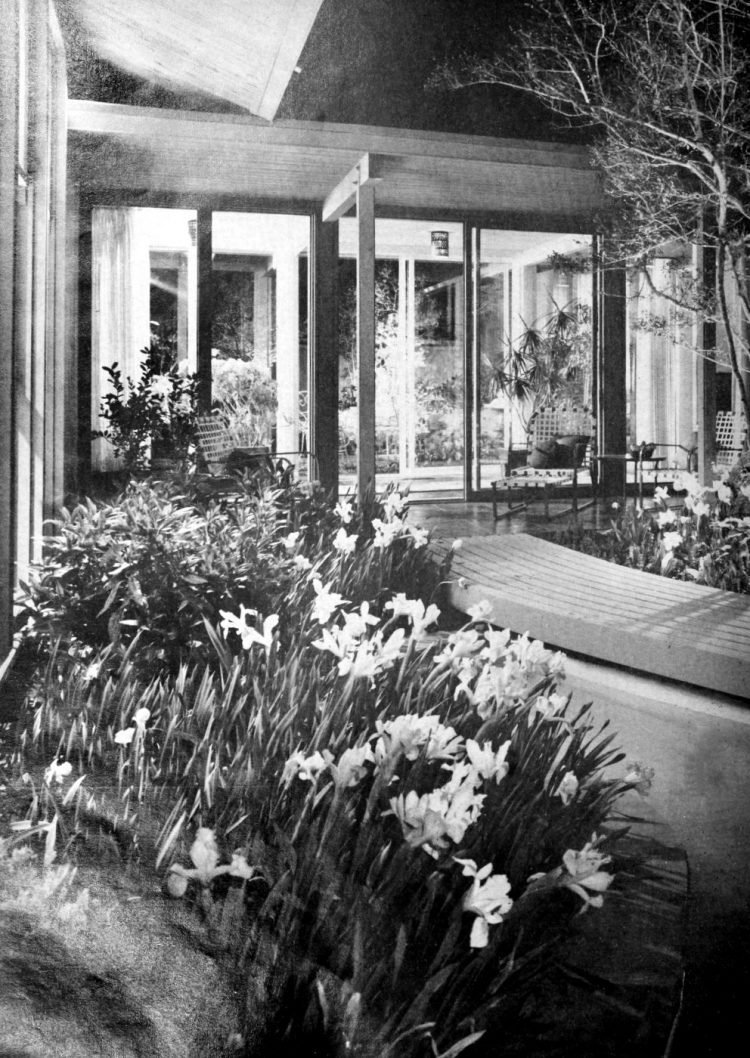 HG magazine Hallmark House 1963 - Vintage home design decor (4)