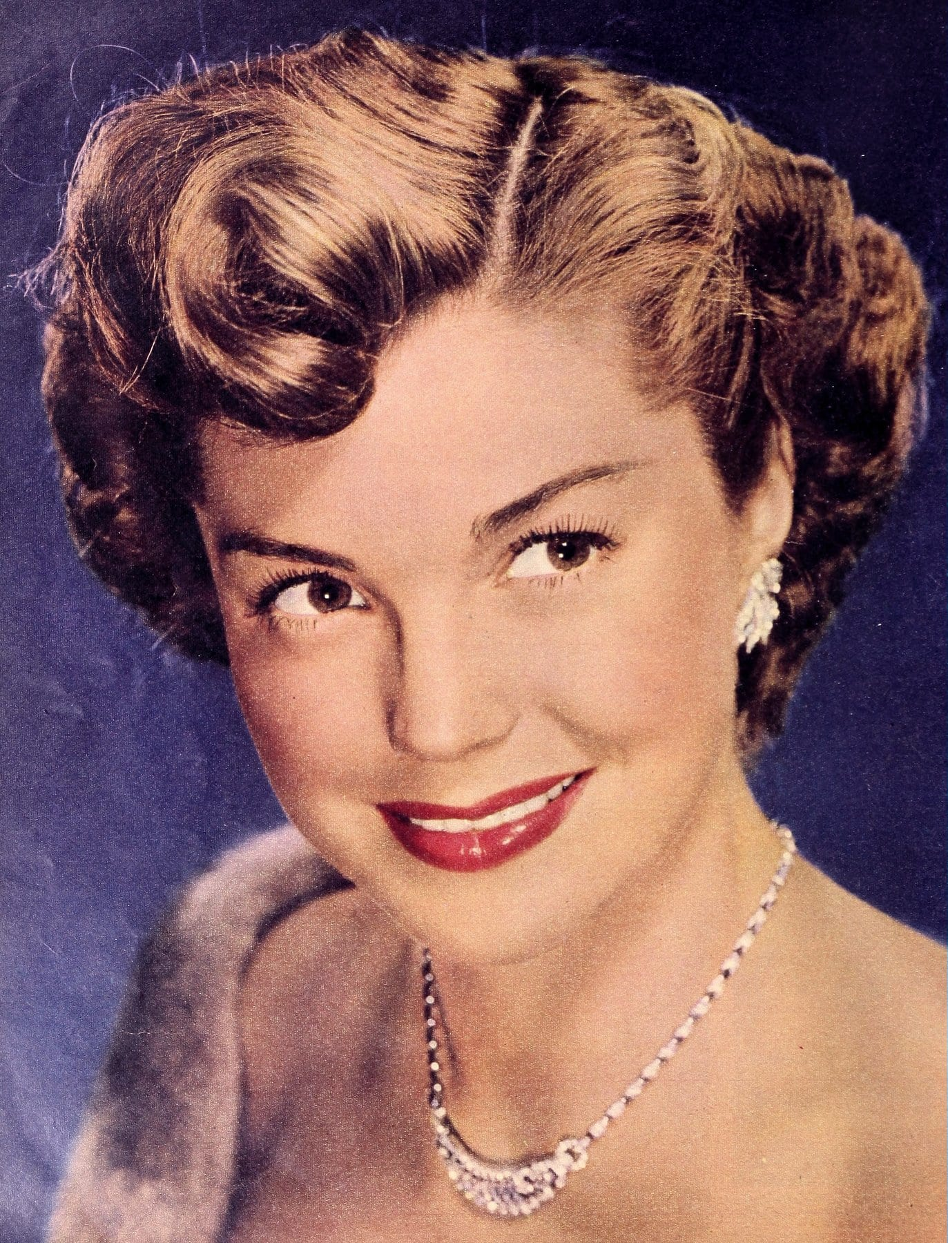 Hairstyle with waves and curls from the 1940s