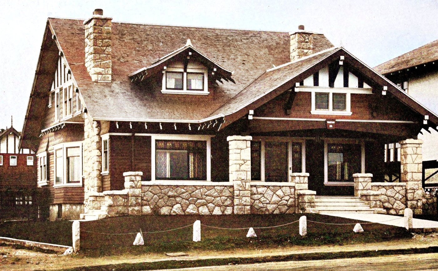 Half-timber and granite bungalow of large capacity (1912)