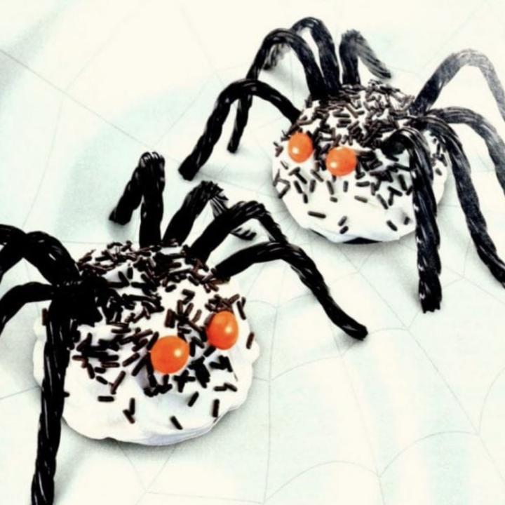 Halloween cupcakes cool spider treats