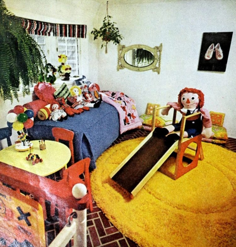 Helen Reddy - Child's bedroom from the seventies