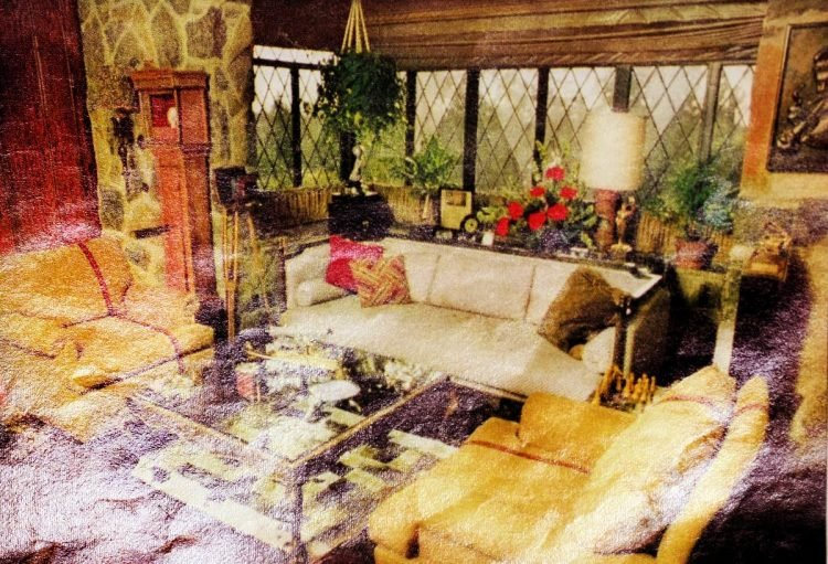 Helen Reddy's comfortable living room in 1975