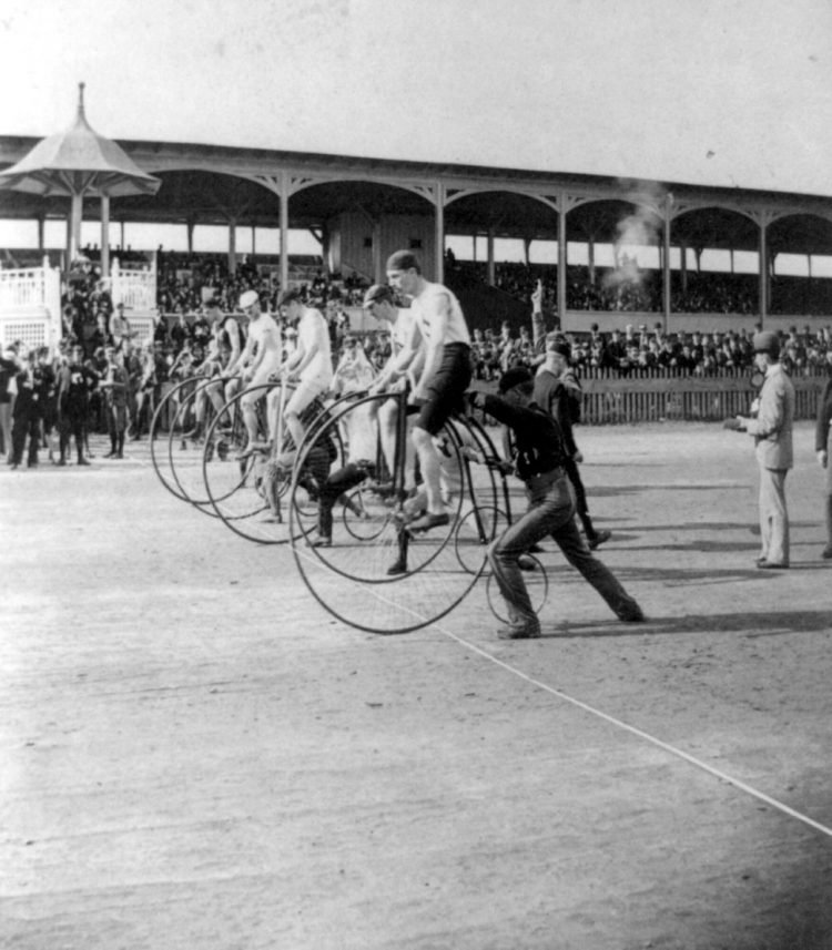 High wheel bicycle race in 1890 - Penny farthing bikes (1)