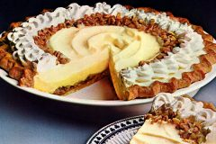 Holiday praline delight pie - Vintage recipe (1970s)