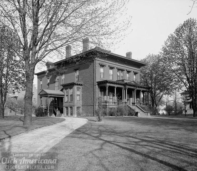 Home of Mrs. H.C. Parke Detroit, Mich c1900
