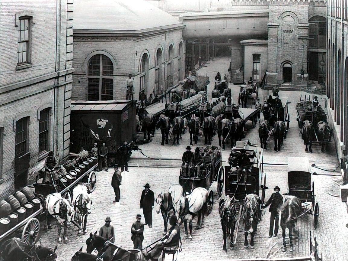 Horse-drawn delivery trucks, Schlitz Brewery, Milwaukee, Wisconsin (1900)