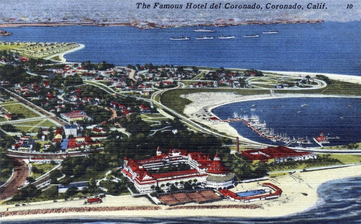 Hotel Del Coronado - Coronado near San Diego - Vintage postcard from 1930s-1940s