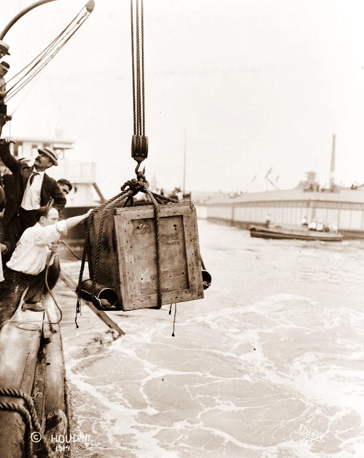 Houdini escape from trunk sunk underwater in New York Harbor
