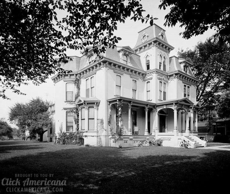 House of Mrs. McGraw, 1085 Woodward Avenue, Detroit, Mich c1910