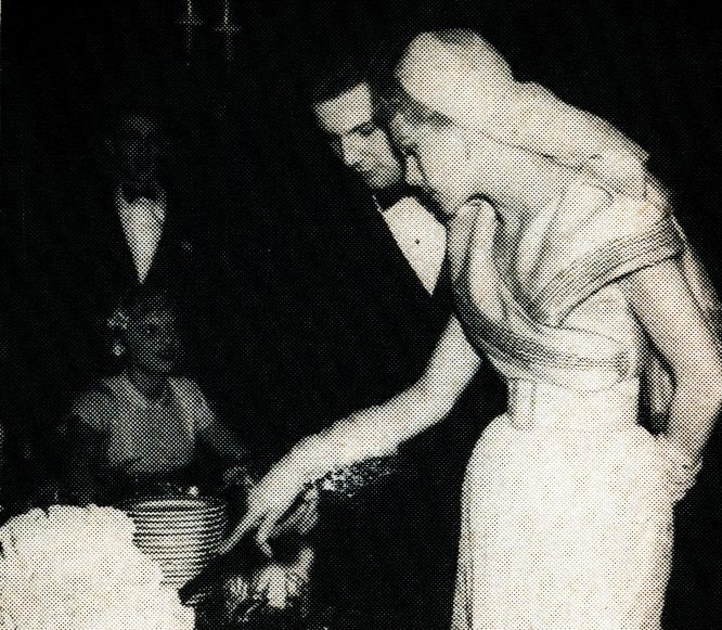 How a bride in 1950 made a new wedding dress from a heirloom bridal gown from 1900 (1)