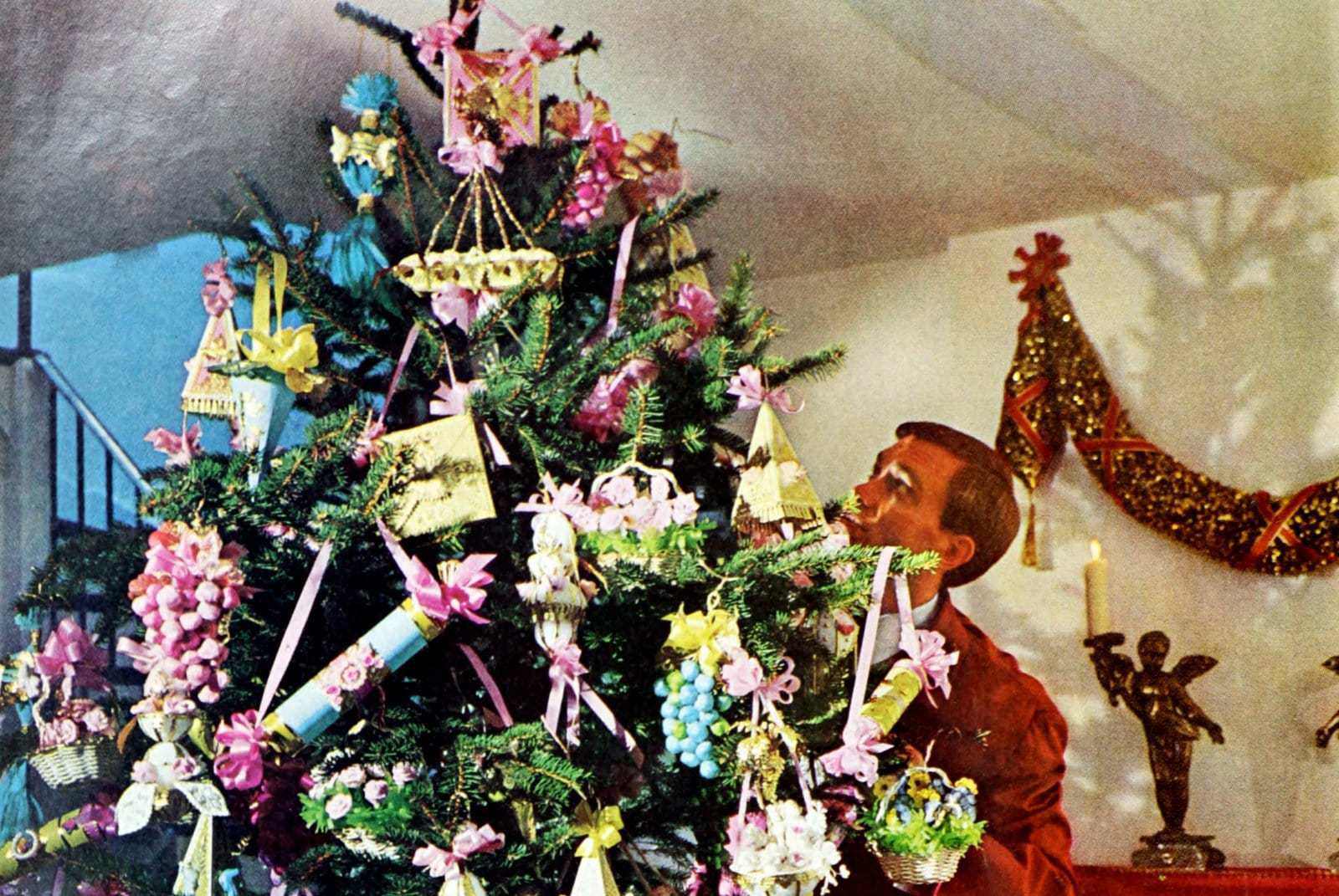 How to make Christmas trimmings and decor with real 60s flair
