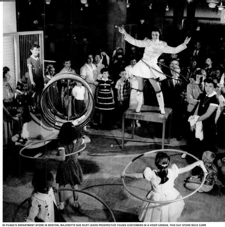 Hula hoop toy life - 1958 (6)