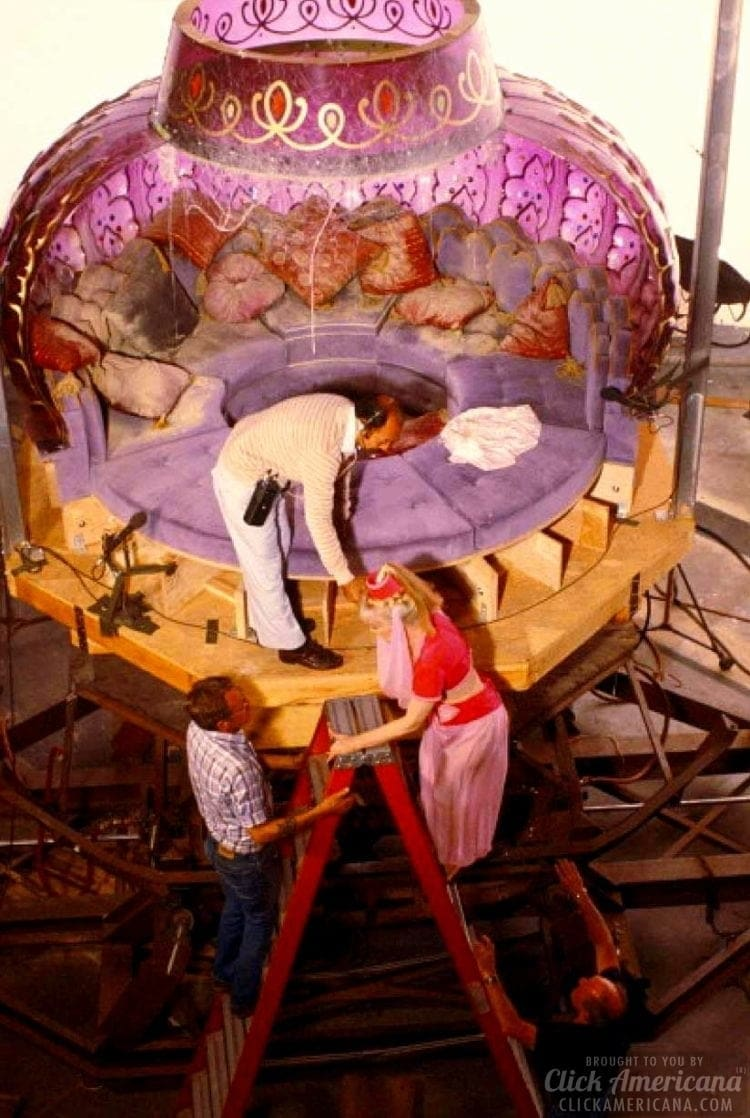 The I Dream Of Jeannie Bottle Tv Magic With Props Sets