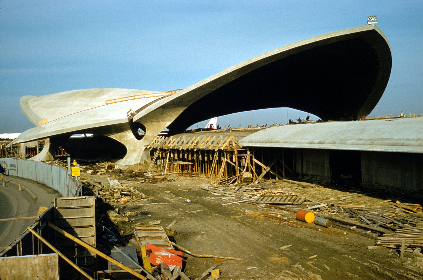 Idlewild JFK 1960s airport terminal construction - Outside (3)