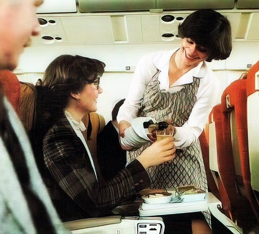 In-flight dining service on Delta in 1981