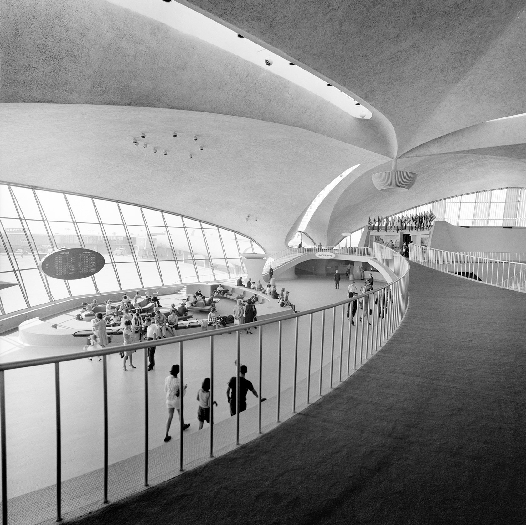 Inside the Idlewild JFK airport terminal in the 1960s (2)