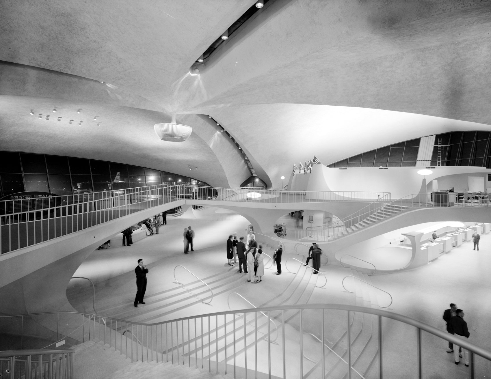 Inside the Idlewild JFK airport terminal in the 1960s (3)