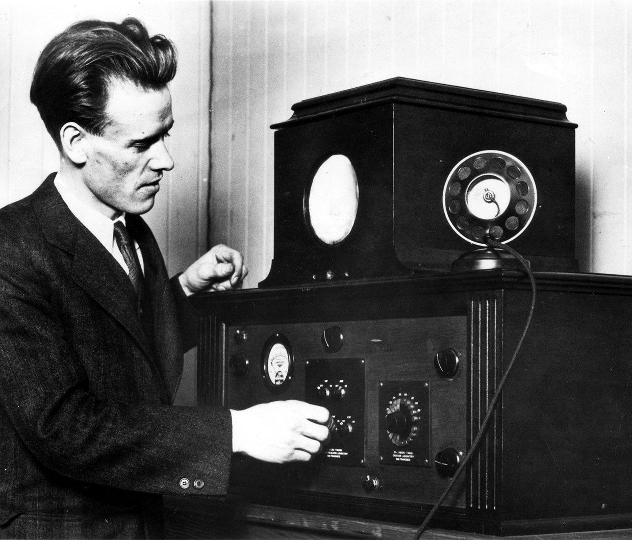 Inventor Philo Farnsworth with his vintage television receiver