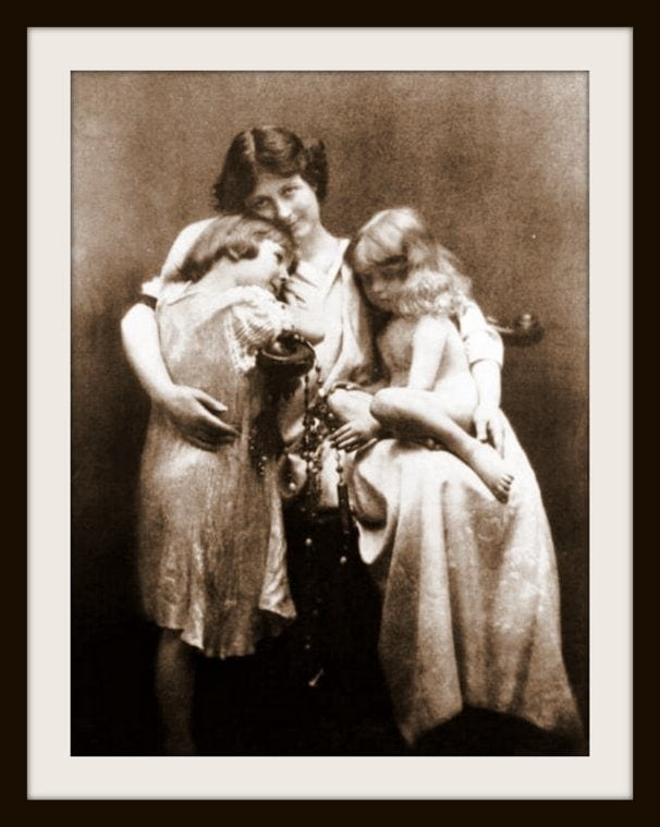 Isadora Duncan with her children Deirdre and Patrick - 1913