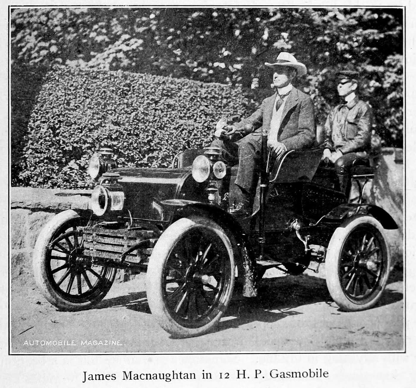 James Macnaughtan in 12 HP gasmobile (1902)