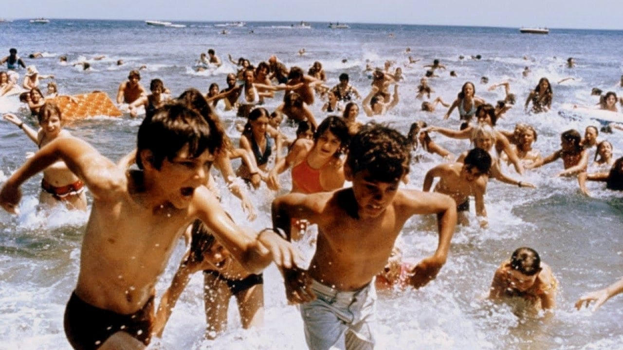 Jaws movie - People running out of the water