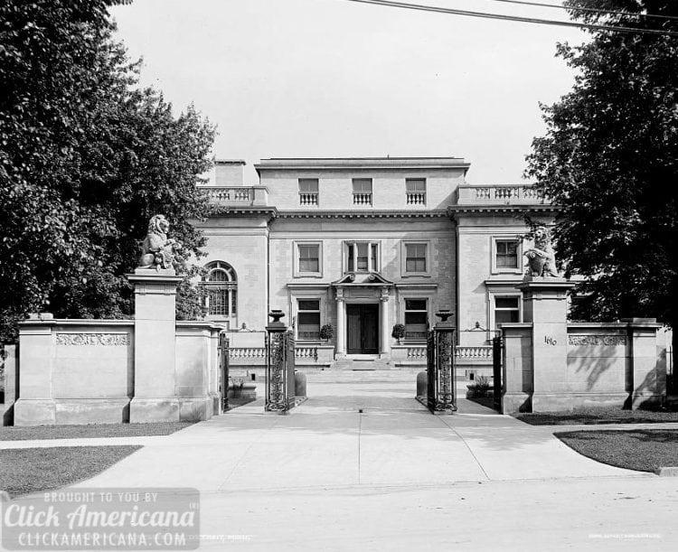 Jefferson Avenue home Detroit, Mich. c1900