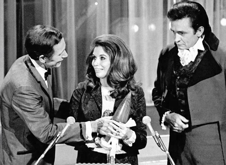 Johnny Cash and June Carter (2)