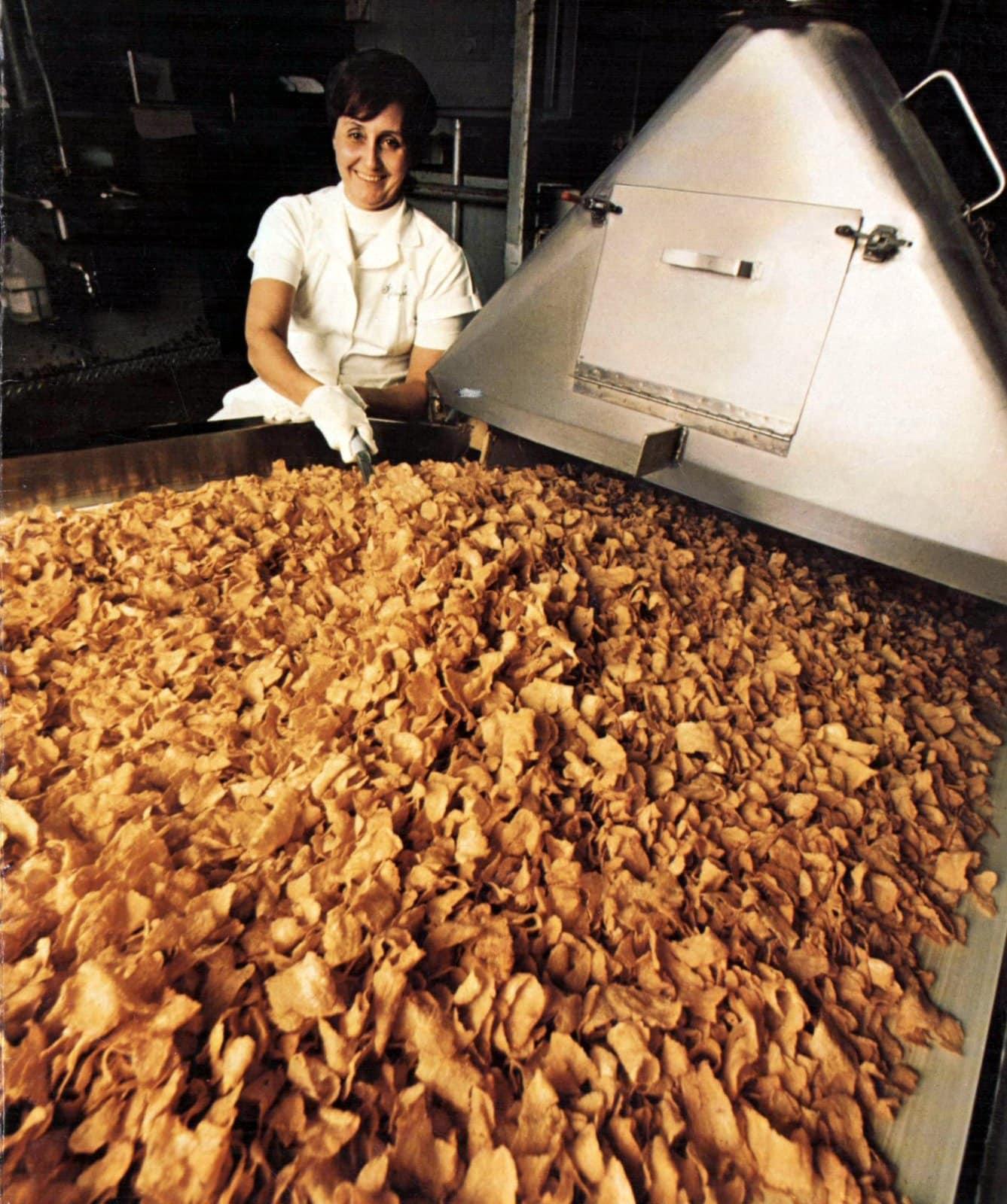 Kellogg's Corn Flakes at the factory (1977)