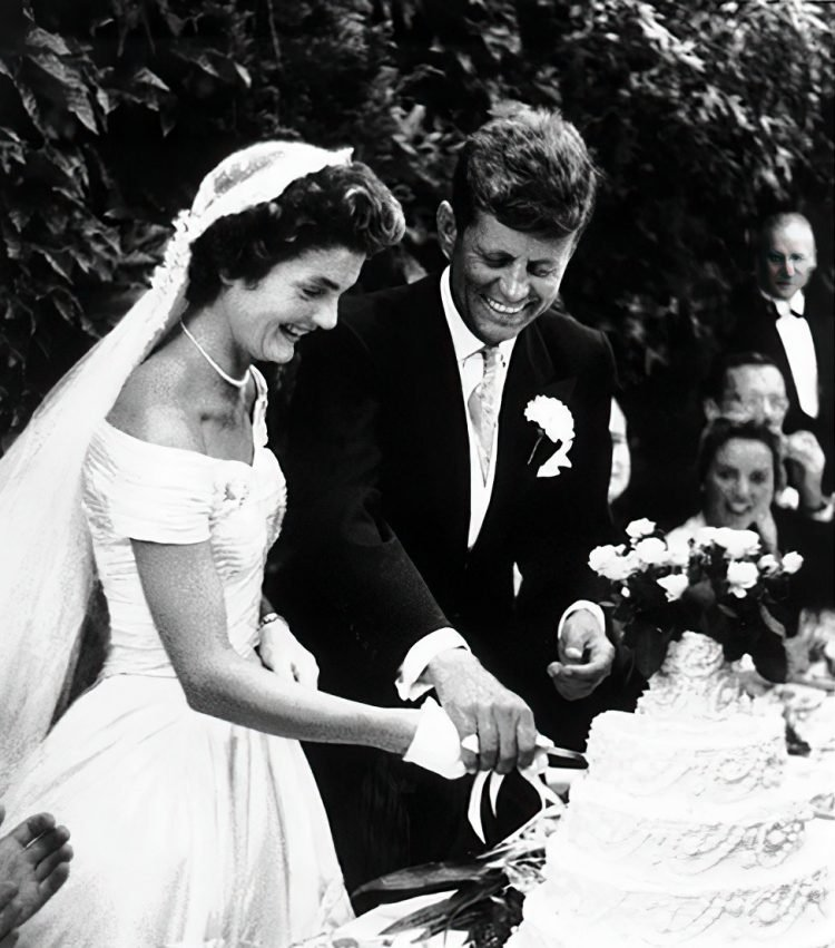 Kennedy wedding - cutting the cake