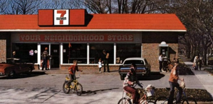 Kids in bikes in front of a 7-Eleven store in 1979