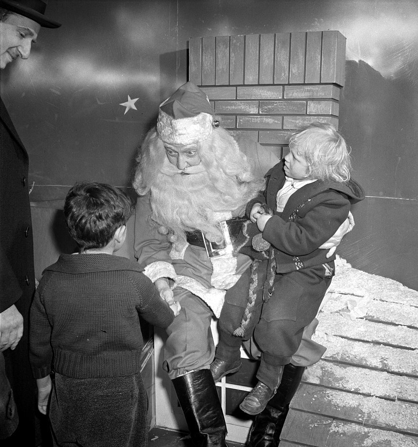 Kids seeing old Santa Claus at Macy's (1942)