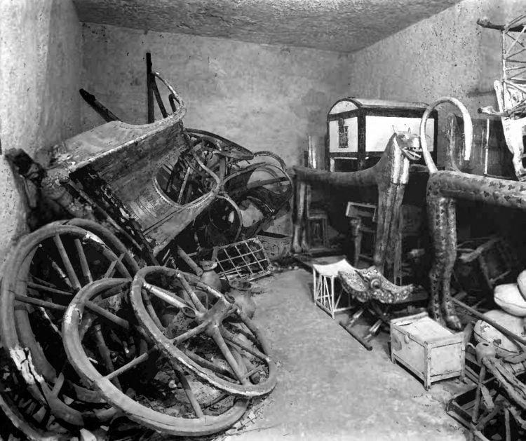 King's Tut's tomb opened (1923)