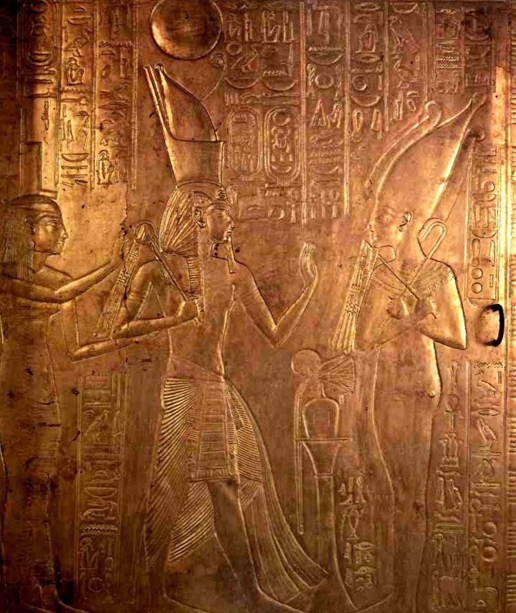 King's Tut's tomb opened (1926)