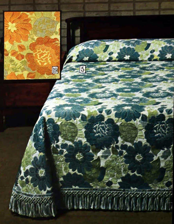 Kirei - Lustrous raised floral design vintage 70s bedspread
