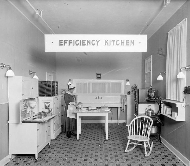 Kitchens from the 1910s (2)