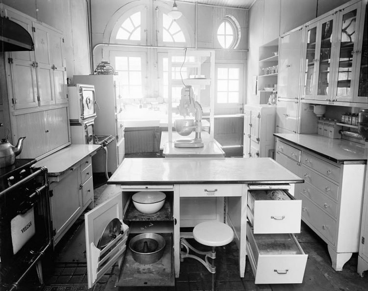 Kitchens from the 1910s (3)