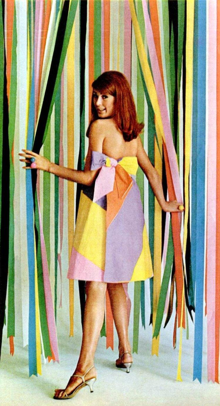 LIFE Nov 25, 1966 Paper dresses beauty premium fashion 2