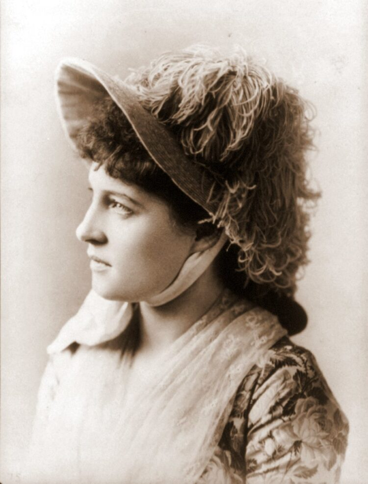 Lillie Langtry portrait with hat - Photo by Sarony