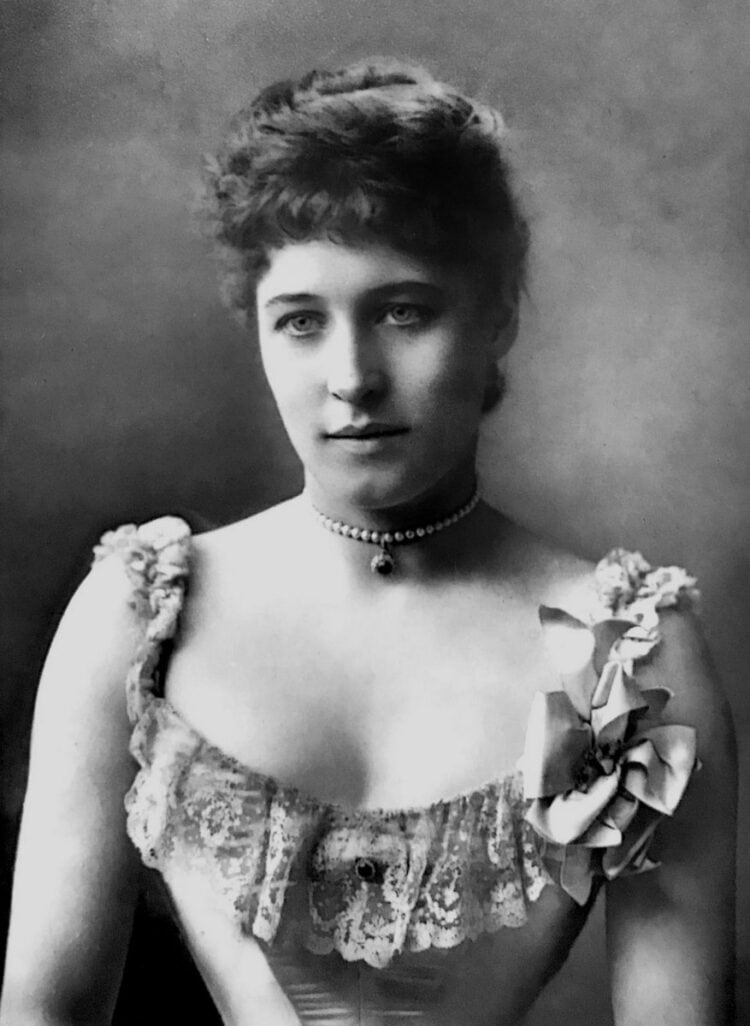 Lillie Langtry with tight corseted waist