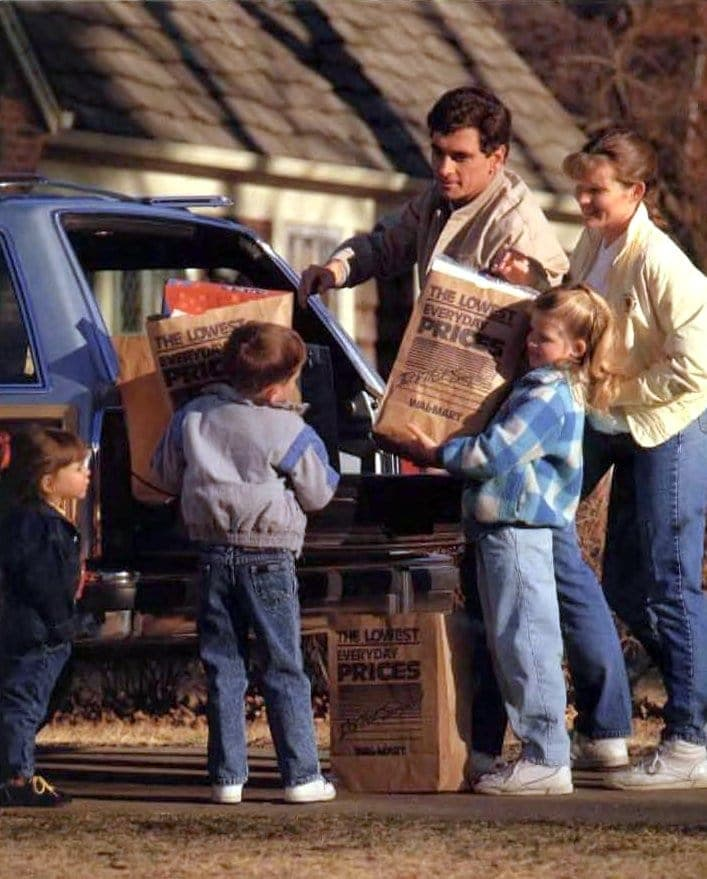 Loading shopping bags into the car in 1989