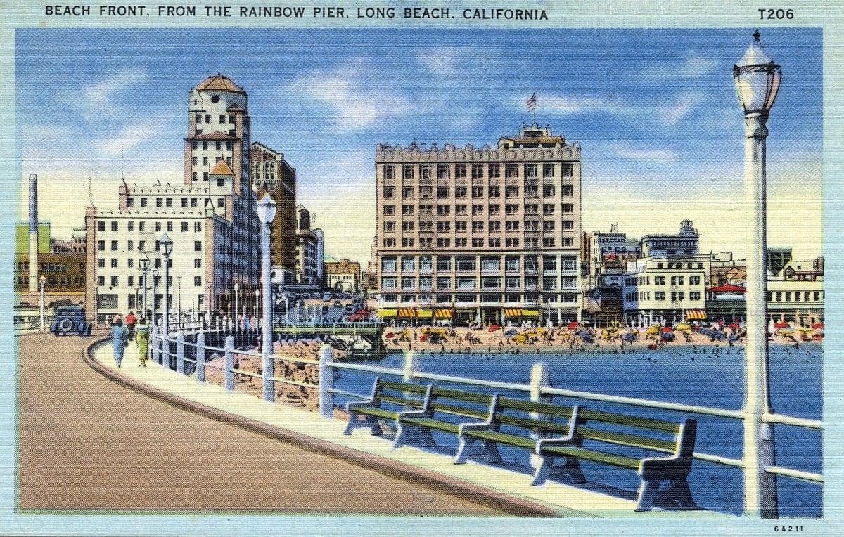 Long Beach beachfront - Vintage postcard from 1930s-1940s