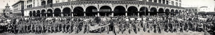 Los Angeles Motorcycle Club meetup back in 1909 (1)