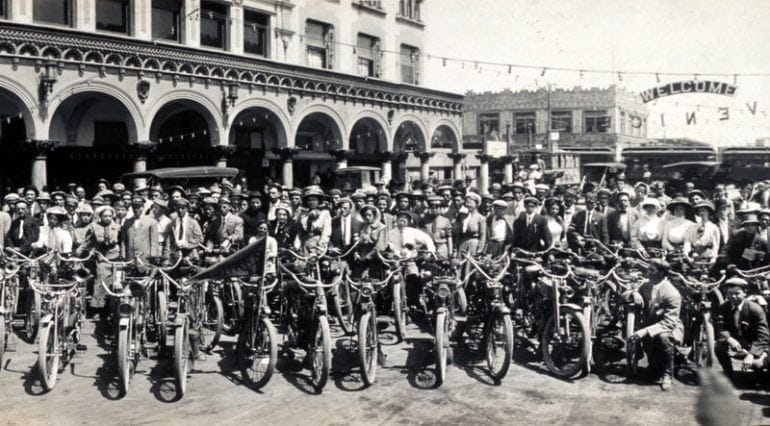 Los Angeles Motorcycle Club meetup back in 1909 (5)
