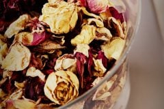 Make a rose potpourri jar