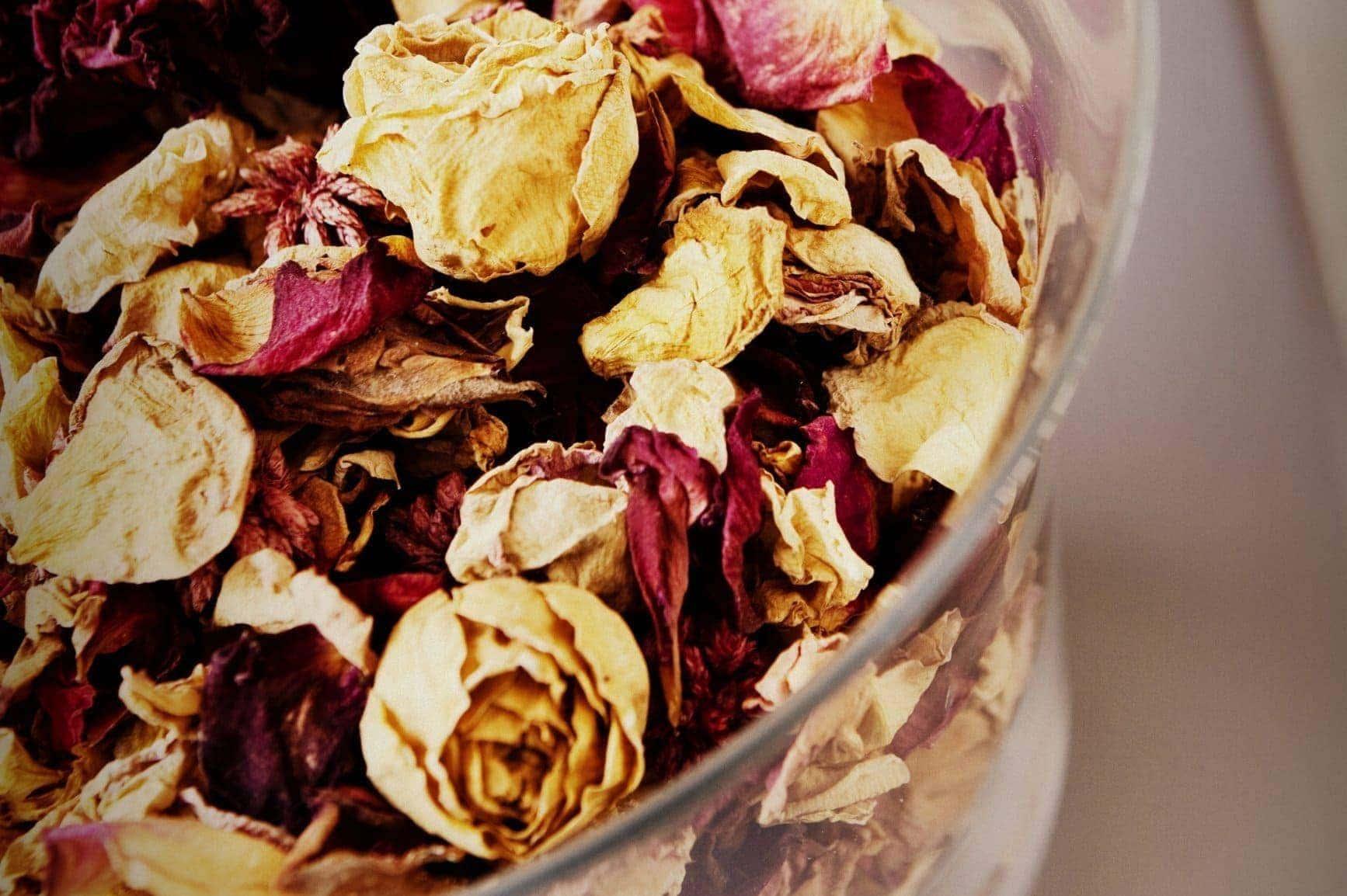 Make a rose potpourri jar