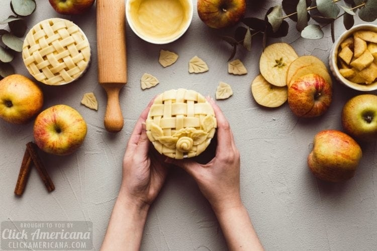 Make little apple pies