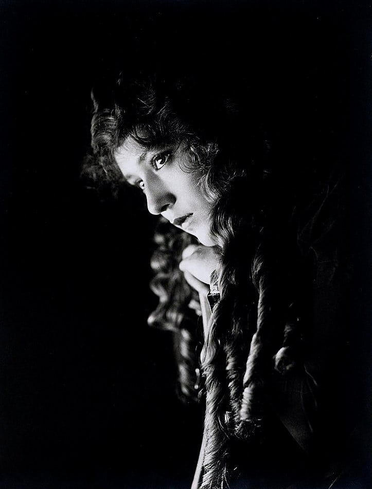 Mary Pickford, head-and-shoulders portrait